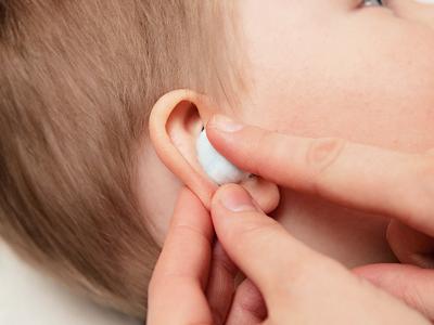 При закапывании в уши могут ли капли попадать в рот